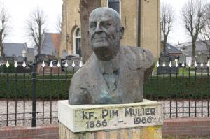 Standbeeld Pim Mulier in zijn geboorteplaats Witmarsum