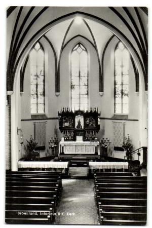 Interieur Marcellinus kerk van Broekland