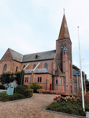 De Marcellinus kerk anno 1912: winkels en appartementen in 2024