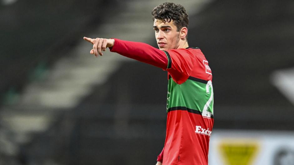 Cas Odenthal maakt de 1-0 tegen NAC, NEC naar de eredivisie!
